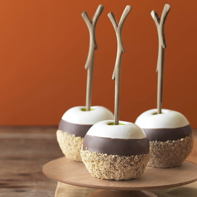 triple-dipped-smores-apples-recipe-clv1012-de