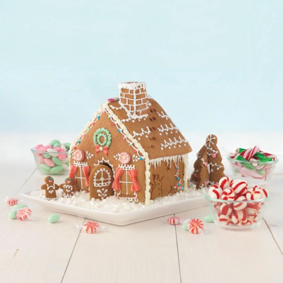 04742-sweet-creations-gingerbread-house-cookie-cutter-2