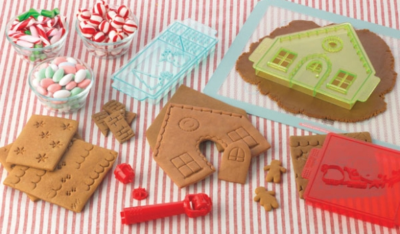04742-Sweet-Creations-Gingerbread-House-Cookie-Cutter-Back.jpg