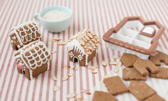04757-Sweet-Creations-Mini-Gingerbread-House-Cutter_Back.jpg