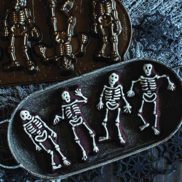 92148_skeleton_decorated_pan_780x780_01.jpg