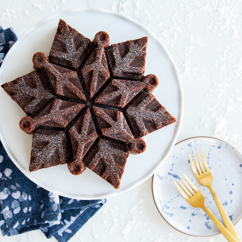 88242_frozen_snowflake_dusted_chocolate_cake.jpg