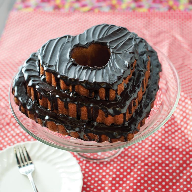89937_red_velvet_chocolate_chip_bundt_cake.jpg